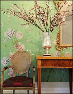 Gorgeous green wall covering and furnishings! Interior Design Studio, Room Interior, Wood Closet Doors, Gold Home Decor, Living Room Tv, Take A Seat, Modern Wall, Chinoiserie, Decoration