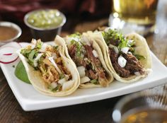 authentic mexican barbacoa, carnitas and chicken tacos (crockpot? Slow Cooker Recipes, Crockpot Recipes, Chicken Recipes, Cooking Recipes, Healthy Recipes, Healthy Foods, Crockpot Chile, Tacos Crockpot, Mexican Dishes
