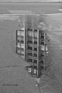 ©Françoise Larouge Quelque part Paris 20, une flaque d'eau ....