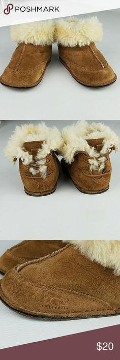Ugg children Ugg children Size médium but taked a Picture with a mesure. UGG Shoes Boots