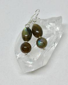 Labradorite Jewelry, Gemstone Earrings, Silver Earrings, Wine Glass Charms, Earring Cards, Stone Jewelry, Jewelry Making, Gemstones, Green Stone
