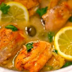 Slow Cooker Lemon Chicken its light and has a lemony flavor that makes it perfect for anytime of the year!  #slowcooker #crockpot #chicken