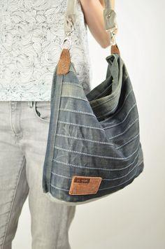 10ac824e898f3 Lerne wie du aus alten Jeans und Leder eine stylische Jeans Tasche nähen  kannst. Schritt