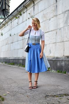 Wiesn-Dirndl-Traum in Hellblau & Bayerisches Hand Lettering Dress Skirt, Midi Skirt, Romantic Fashion, Fashion Blogs, Moonchild, Lettering, Alice, Germany, Embroidery