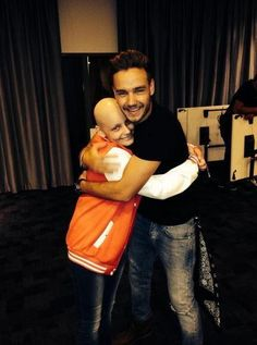 Liam with a fan awww this is so cute I'm so in love with this pic they he is hugging her so cute love him so much