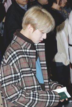 🍂Aesthetic brown Jungwoo🍁 airport  #JUNGWOO #정우 #NCT2018 #NCT127 #NCT #엔씨티127 #brownjungwoo #brownuwu Jung Woo, Airport Style, Pop Fashion, Nct 127, Abs, Men Casual, Culture, Mens Tops, City