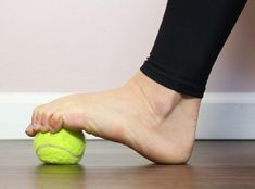 6 Easy Plantar Fasciitis Exercises to Release Foot Pain - HealthyLifeBoxx Foot Stretches, Foot Exercises, Stretching Exercises, Plantar Fasciitis Stretches, Plantar Fasciitis Treatment, Heel Pain, Foot Pain, Fascia Stretching, Tendon D'achille
