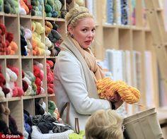 dailymail.co.uk via the Knitty blog - Katherine Heigle yarn shopping in NYC