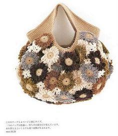 Bellissima borsa all'uncinetto composta da fiori. Si possono usare anche fiori di diversi colori per ricordare la primavera.   fonte:http://www