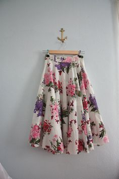 "vintage 50s novelty print circle skirt  ""bees and bouquets"""