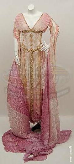 """""""Van Helsing"""" Aleera bride dress"""