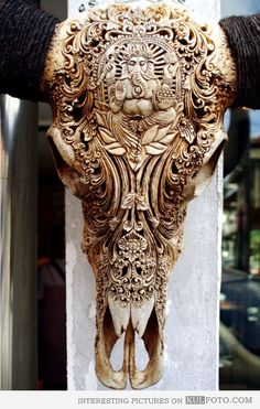 Animal skull carving holy fucking awesome.