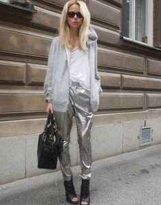 You wanna look fabulous but also casual and sporty? Combine your silver pants with a grey sweatshirt, and shine!