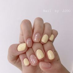 The advantage of the gel is that it allows you to enjoy your French manicure for a long time. There are four different ways to make a French manicure on gel nails. The choice depends on the experience of the nail stylist… Continue Reading → Perfect Nails, Gorgeous Nails, Pretty Nails, Ten Nails, Minimalist Nails, Chrome Nails, Yellow Nails, Dream Nails, Nagel Gel