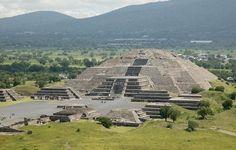 """Тайны пирамиды Солнца. """"Мексиканские археологи нашли внутри знаменитой пирамиды Солнца в мексиканском городе Теотиуакане, скульптуру бога Уеуетеотля, божества огня и домашнего очага, считавшийся у индейцев самым древним из богов"""