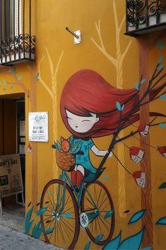 Tijdens een stedentrip Valencia kom je de mooiste street art tegen. Deze leuke mural is van artieste Julieta, je vindt haar in Barrio del Carmen.