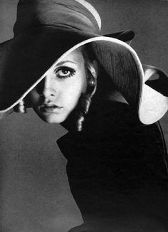 Twiggy photographed by Richard Avedon. Hat photoshoot inspiration.