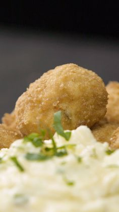 Bocaditos de Pollo Unique homemade chicken nuggets with an exceptional mashed potatoes to make a perfect meal Chicken Snacks, Chicken Recipes, La Chicken, Quick Recipes, Cooking Recipes, Gourmet Appetizers, Food Carving, Good Food, Yummy Food