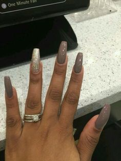 Pretty nail color!!! anyone know what Nail color???