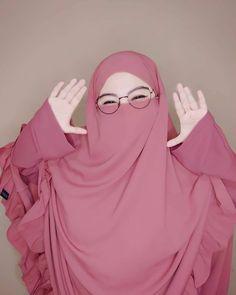 Muslim Girls, Muslim Women, Niqab Fashion, Muslim Beauty, Cute Love Images, Islamic Girl, Hijabi Girl, Perfect Woman, Niqab Style