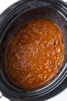 Slow Cooker Chili is filled with your favorites and is so easy to make. Just add beef, spices, tomatoes, beans and then top with your favorite toppings. Slow Cooker Chili, Slow Cooker Recipes, Chilli Recipes, Dog Food Recipes, Chili Recipe Allrecipes, Latest Recipe, Crock Pot Cooking, Yummy Treats, Beef