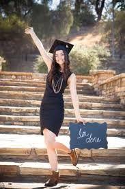 Resultado de imagem para graduation photo ideas