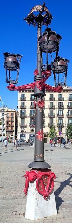 Lamppost 1890 Architect: Antoni Plàcid Guillem Gaudí i Cornet