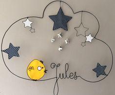 Réalisation d'un prénom en fil d'aluminium avec étoiles et poussin très originale pour décorer la chambre de votre enfant dimensions : largeur 51 X hauteur 36 Personnalisat - 16196498