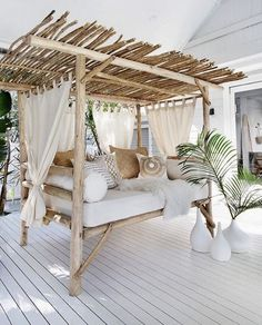 , Easy DIY Outdoor Bench Ideas For Your Backyard. Pretty backyard deck with a bamboo canopy bed. Great backyard design for parties. Home design deco. , Easy DIY Outdoor Bench Ideas For Your Backyard Living Room Bar, Living Spaces, Living Room Canopy, Cozy Living, Living Rooms, Villa Design, House Design, Deck Design, Outdoor Daybed