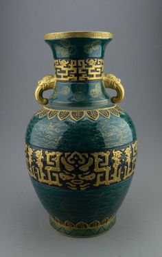 Chinese porcelain vase, decorated with friezes of gold painted motifs, with gold dragon head handles, the base stamped with six characters Qianlong gold marks. H: 44 cm, D: 24 cm.