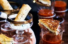 Spinat-Feta-Röllchen mit Gurken-Dip Prosciutto, Mozzarella, Snacks, V60 Coffee, French Toast, Treats, Breakfast, Feta, Butter