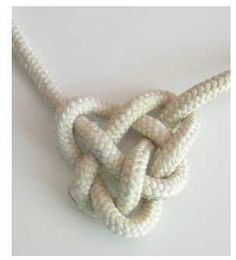 http://laura-fa.blogspot.it/2012/12/cuore-macrame.html