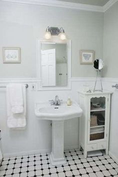 Modern Retro Vintage Bathroom Design Decorating Ideas Luxury Vintage White Bathroom How to Style A Small Bathroom Decoration Small Vintage Bathroom, 1920s Bathroom, Bathroom Photos, Small Bathroom Storage, Vintage Bathrooms, Bathroom Styling, Modern Bathroom, Bathroom Lighting, Simple Bathroom