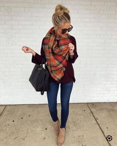 26 Amazing Outfit Ideas Wearing Warm Scarf 26 Amazing Outfit Ideas Wearing Warm Scarf Casual cozy long sweater outfits winter chic jeans cool street styles ootd Classic c. Long Sweater Outfits, Comfy Fall Outfits, Winter Fashion Outfits, Fall Winter Outfits, Look Fashion, Autumn Winter Fashion, Fall Fashion Plaid, Cute Outfits For Fall, Mustard Sweater Outfit