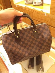 2c3ebb1f64f5 Order for replica handbag and replica Louis Vuitton shoes of most luxurious  designers. Sellers of replica Louis Vuitton belts