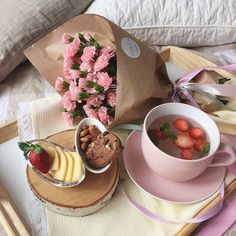 Romantic Breakfast in Bed Day Romantic Breakfast, Breakfast In Bed, Cute Food, Yummy Food, Tasty, Breakfast Photography, Food Photography, Food Porn, Aesthetic Food