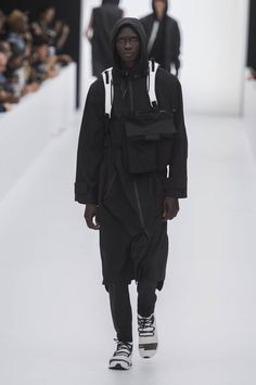 Y3-spring-summer-2017-paris-fashion-week-30