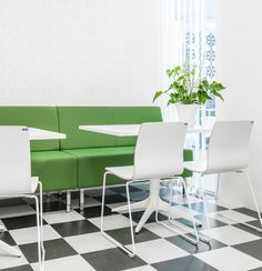 EFG Nova has a clean and timeless design suitable anywhere in the office where conversation and cooperation are in focus. #europeanfurnituregroup