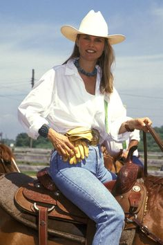 Model Christie Brinkley attends the 1991 Montauk Horse Show to Benefit the Montauk Community Church in Montauk, Long Island, New York. Sexy Cowgirl, Cowboy And Cowgirl, Cowgirl Style, Hot Country Girls, Country Girl Style, Country Women, Cow Girl, Western Girl, Western Wear