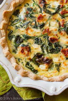 Goat Cheese Spinach & Sun-Dried Tomato Quiche. | Sally's Baking Addiction | Bloglovin' Quiche Feta, Veggie Quiche, Easy Quiche, Simple Quiche Recipes, Healthy Quiche Recipes, Frittata, Quiche Crustless, Ham And Cheese Quiche, Veggie Bake