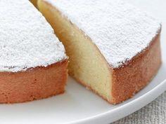 Breakfast at Tiffany's: Torta paradiso senza burro / Soft Italian cake wit. Italian Desserts, Just Desserts, Delicious Desserts, Yummy Food, Italian Cake, Sweet Recipes, Cake Recipes, Dessert Recipes, Food Cakes