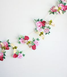 Flower and bee paper garland