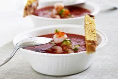 Kold tomatsuppe med rejer, gaspacho crunch & parmesanbrød