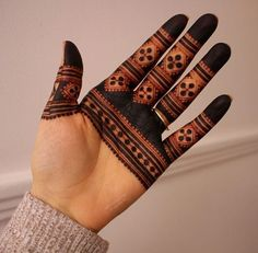 50 Most beautiful Easy Mehndi Design (Easy Henna Design) that you can apply on your Beautiful Hands, Neck, Legs, Back. Henna Hand Designs, Dulhan Mehndi Designs, Palm Mehndi Design, Basic Mehndi Designs, Mehndi Designs For Beginners, Mehndi Design Photos, Mehndi Designs For Fingers, Latest Mehndi Designs, Mehndi Designs For Hands