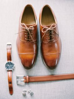 Brown leather groom's accessories: http://www.stylemepretty.com/2015/08/11/romantic-calgary-lake-house-wedding/ | Photography: Milton - http://milton-photography.com/