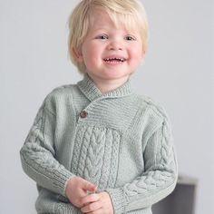 Denne herligheten av en genser fra Du Store Alpakka har vi postet før - men nå kan du få kjøpt den som enkeltoppskrift hos oss, og får den tilsendt på mail. Strikkes i myk babysilk  Foto: Du store alpakka #viitre #dustorealpakka #strikkeoppskrift #babysilk