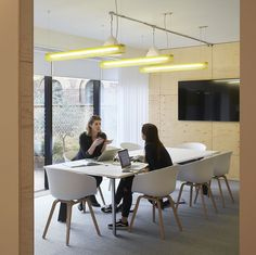 Studio Octopi's office fit-out of 46,000 sq ft delivers a striking and collaborative workplace for the global headquarters of integrated marketing communications agency, MullenLowe Group.