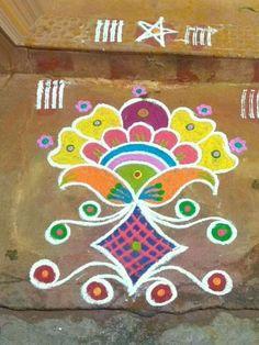 Dot Rangoli, Rangoli Borders, Rangoli Border Designs, Indian Rangoli, Small Rangoli, Colorful Rangoli Designs, Rangoli With Dots, Easy Rangoli, Beautiful Rangoli Designs