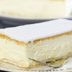 pastry tablespoon gelatine teaspoons vanilla sugar or 1 vanilla pt. / 200 g icing tablespoons water You will need 4 plates from a pack of puff… Vanilla Sugar, Vanilla Cake, Smooth Icing, Napoleon Cake, Cheesecake Trifle, Mini Desserts, Let Them Eat Cake, No Bake Cake, Dessert