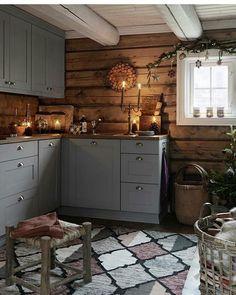 New Kitchen Cabinets Gray Wood Ideas Rustic Kitchen, New Kitchen, Kitchen Decor, Cozy Kitchen, Awesome Kitchen, Kitchen Interior, Cabin Homes, Log Homes, Decor Scandinavian